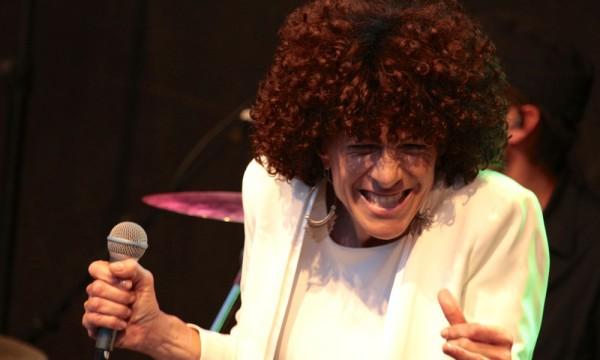 Gogo - Sängerin der Musikband Niteshift