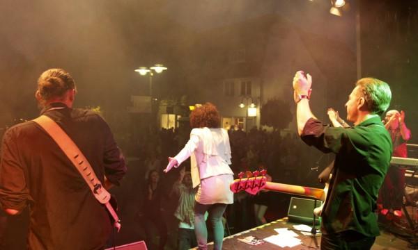 Live Band Niteshift feiert mit Friedrichsdorf